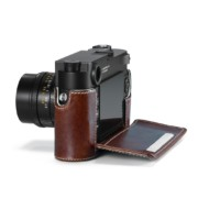 24021_Leica_M10_Protector_vintage_brown_open_RGB_1024x1024